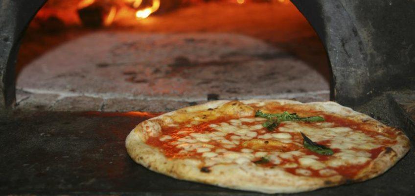 En Napoles encuentras la mejor Pizza del mundo. Y en Luigi la mejor Pizza de Barcelona.